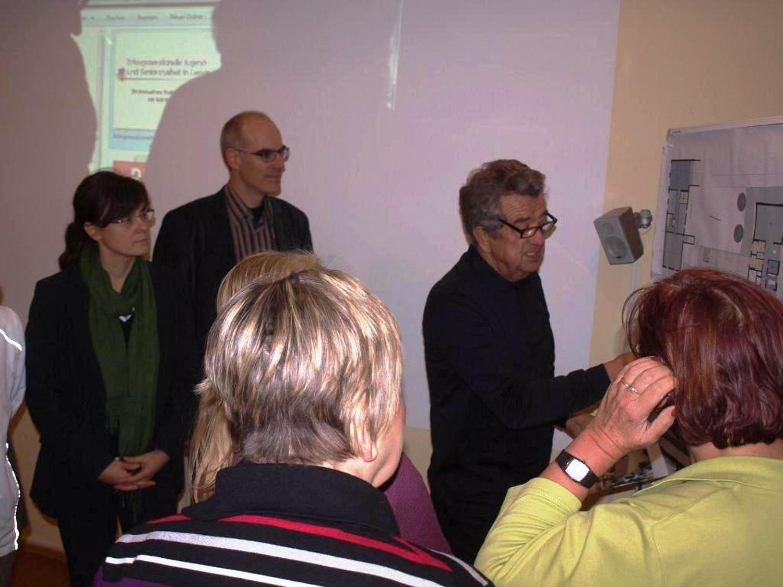 Manfred Behrend zeigt die Umbaupläne