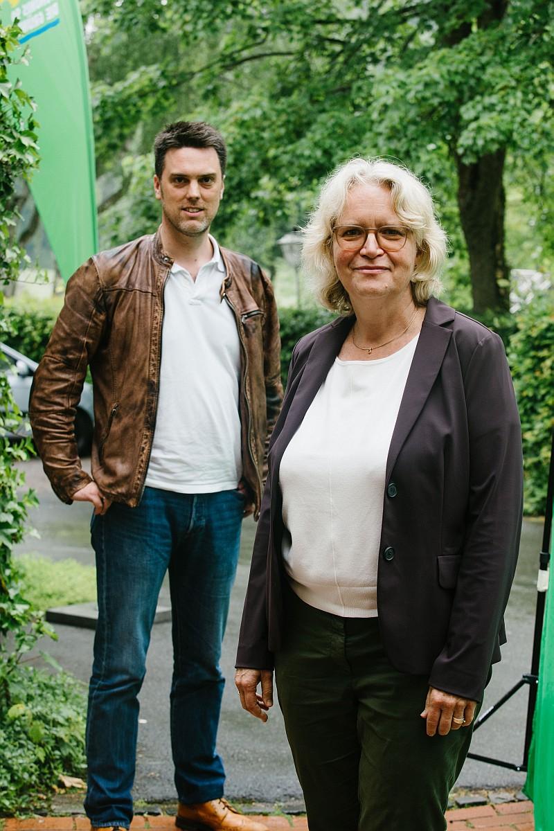 Dr. Katharina Kleine Vennekate und Robin Wagener bei der Wahlversammlung von Bündnis 90/Die Grünen Lemgo