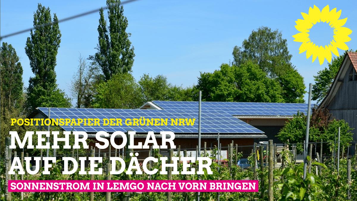 Wohnhaus mit Photovoltaikanlage, Text: Positionspapier der Grünen NRW - Mehr Solar auf die Dächer - Sonnenstrom in Lemgo nach vorn bringen